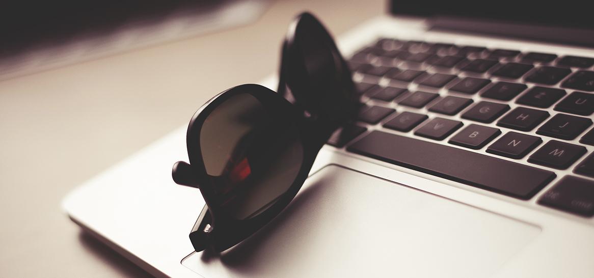 lunettes-anonymes-ordinateur