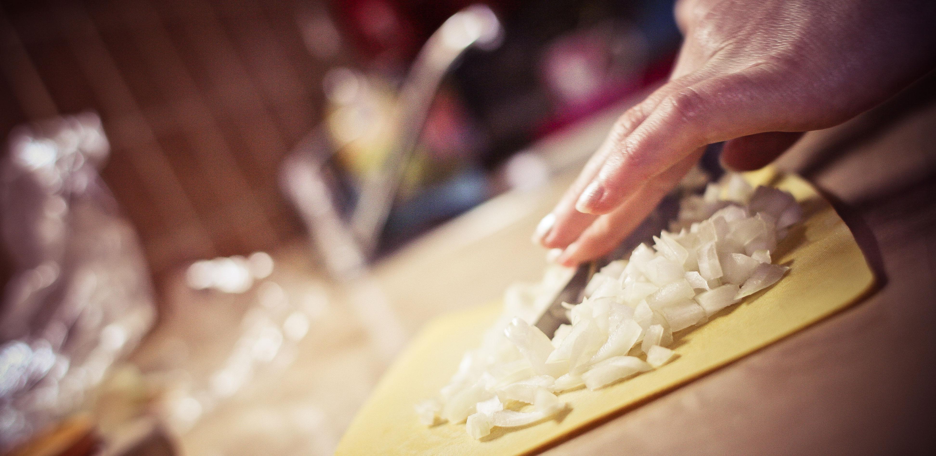 slicing-onions